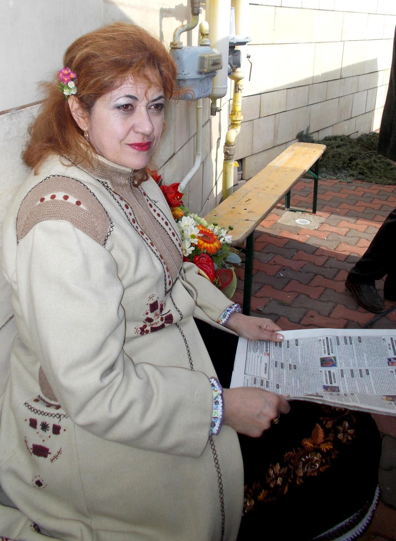 Gabi Teişanu, mama viitoarei actriţe Maria. Viitoare actriţă, la Cluj-Napoca, pictoriţă, cu expoziţii, fiind deja.