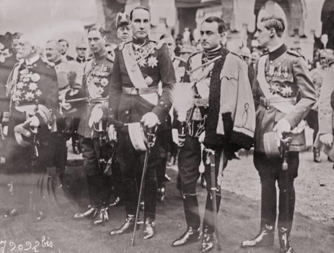 GALLICA: Din dreapta - Carol de România, Paul de Serbia, ducele de Genes, ducele de York, la încoronarea regelui Ferdinand, în 15 octombrie 1922