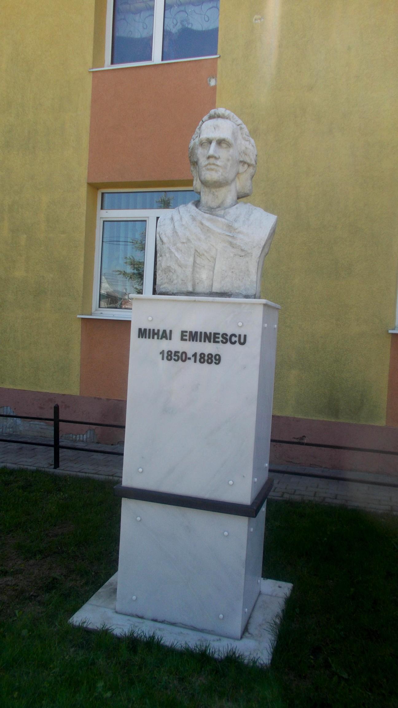 Bustul lui Eminescu de la Dumbrăveni
