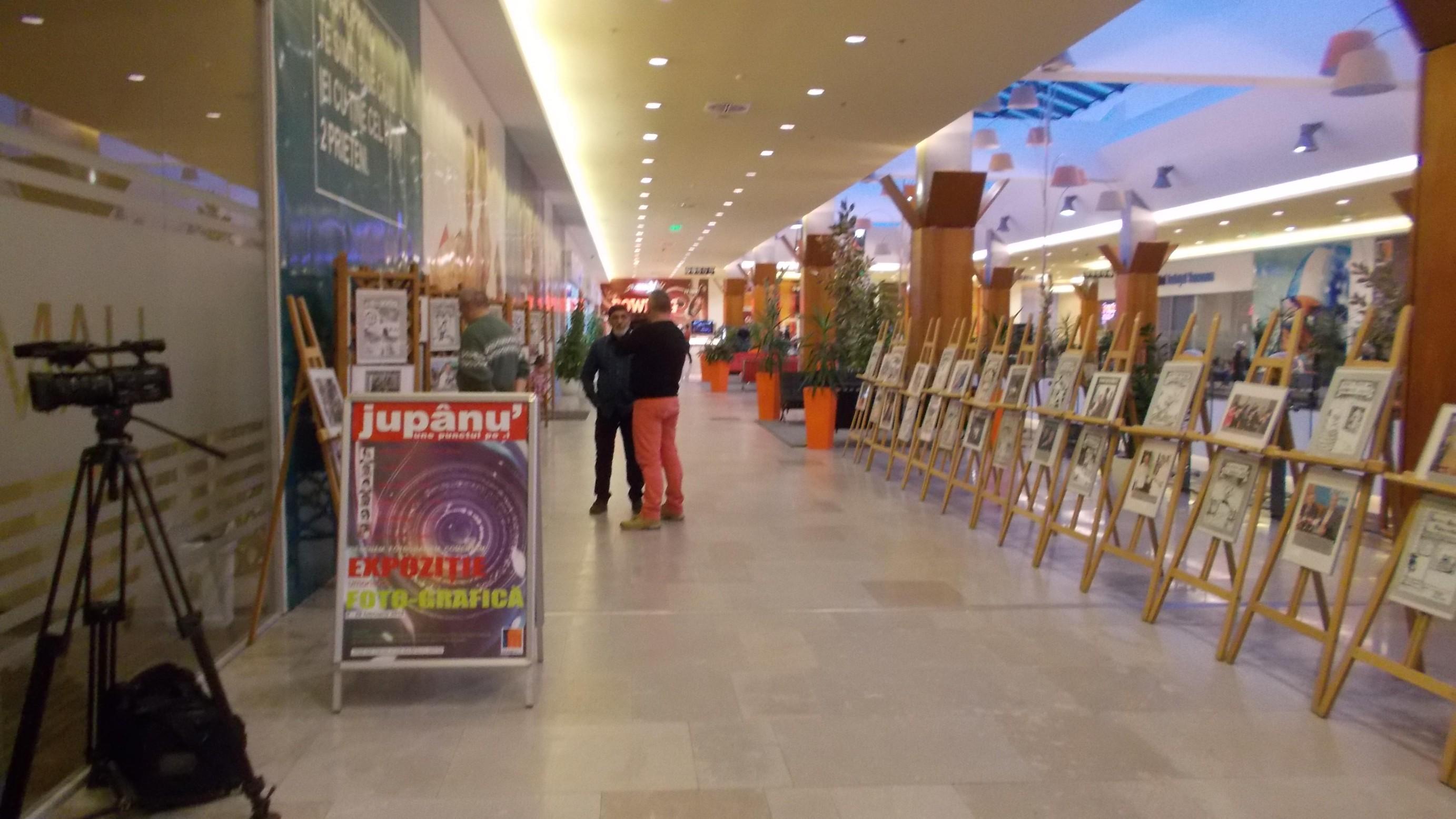 """Victor T. Rusu, aşteptându-şi """"jupânii"""", pozaci şi cititori"""