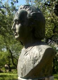 Bustul lui Eminescu, lângă mormintele ignorate ale străbunilor lui, la Călineşti