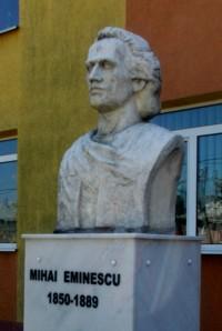 Bustul lui Eminescu, la Dumbrăveni