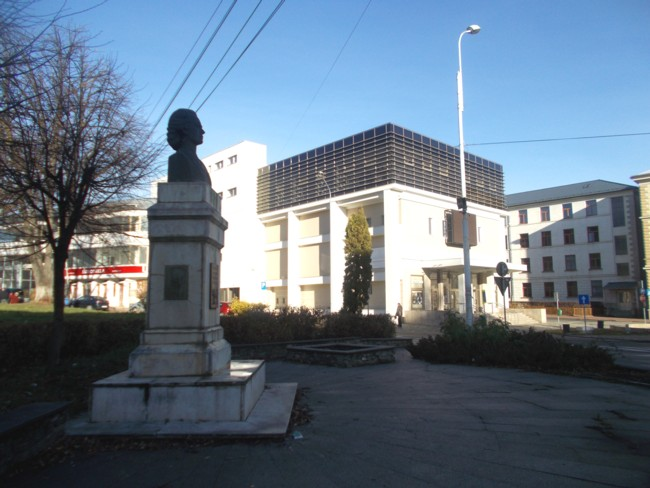 Eminescu langa Teatru