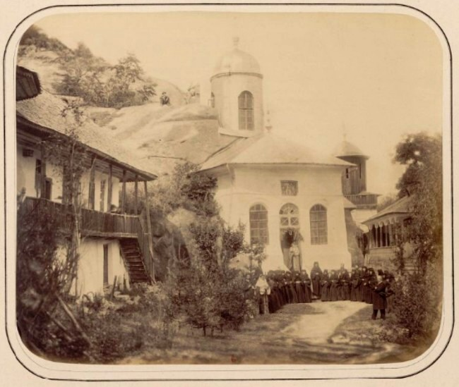 Carol I la mănăstirea Nemoeşti