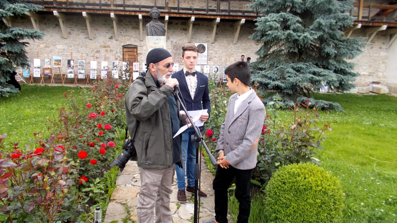 Siretenii care au îngrijit şi fotografiat mormântul mamei şi al bunicilor lui George Enescu, din Sinăuţii de Jos (Mihăileni)