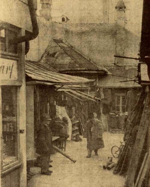 """Un crâmpei din """"Hala vechiturilor"""" din Cernăuţi, un punct de observaţie pentru urmăritorii suspecţilor"""
