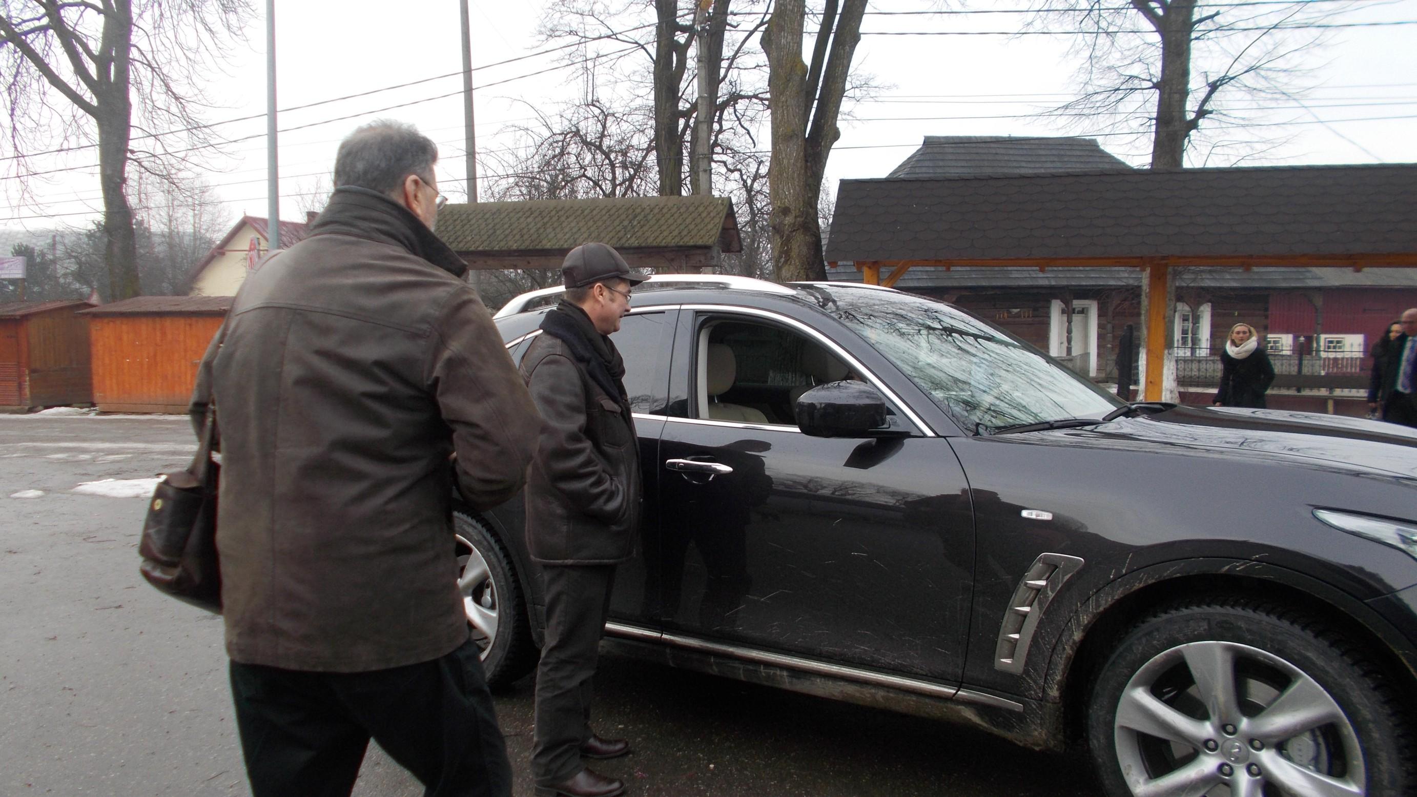 """PIM şi Călin Brăteanu, lângă """"teleguţa"""" Vioricăi Macovei"""