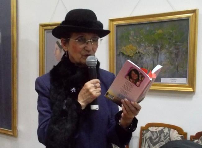 Poetesa-actriţă care a citit din cartea lansată