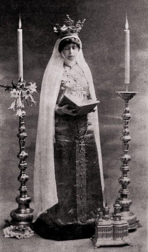 L'Art et les Artistes, ianuarie 1917: Regina Maria, în costum bizantin