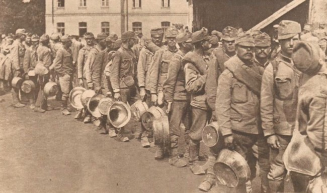 Le Miroir 13 august 1916 Prizonieri austrieci asteptând supa