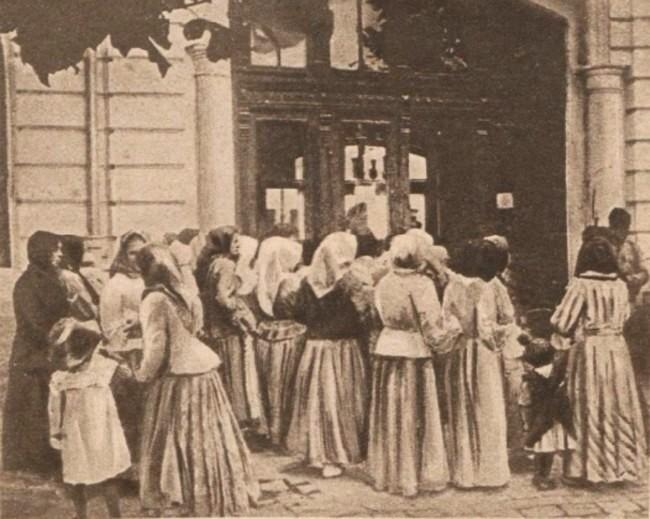 Le Miroir 13 august 1916 Refugiati în gara Itcani