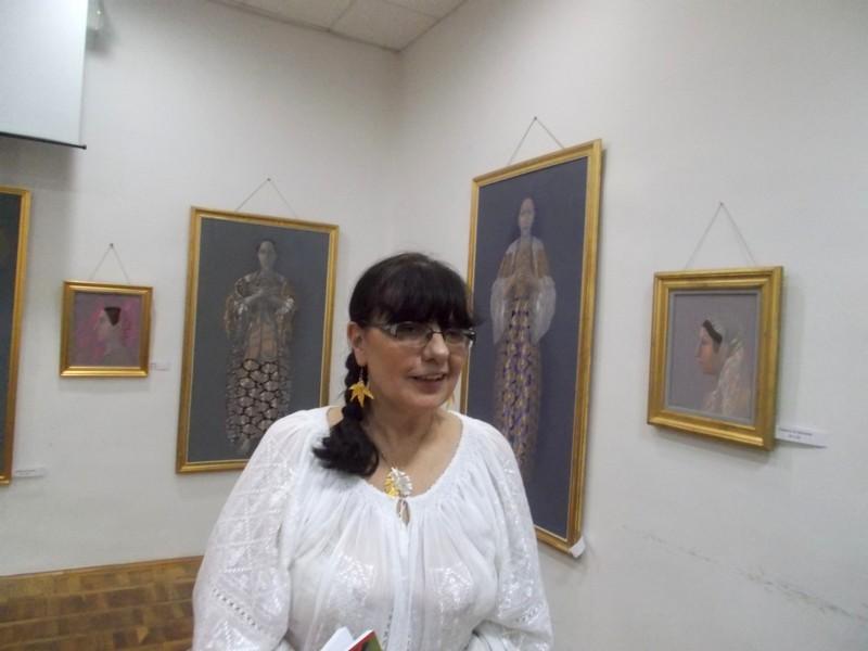 """Lili Crăciun, prezentându-şi romanul """"Călătoria"""""""