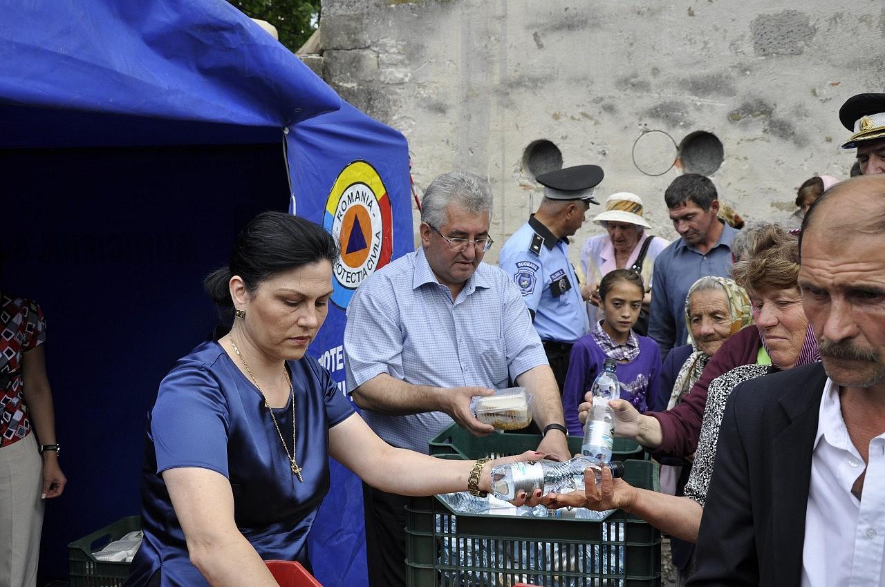 Lungu, sprijinind... cultura - foto snews.ro