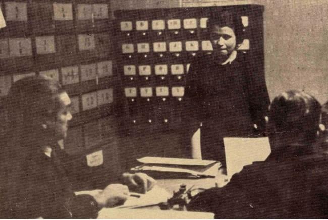 """Comisarul Iuliu Popovici (stânga), şi spaima, dar şi """"tatăl"""" lupilor"""