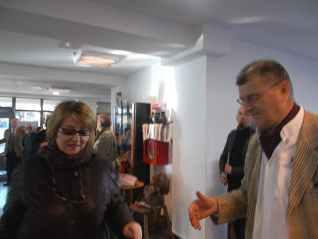 Doamna Maria Horodnic (nu cumva îşi semnează caricaturile: Pamfil?)