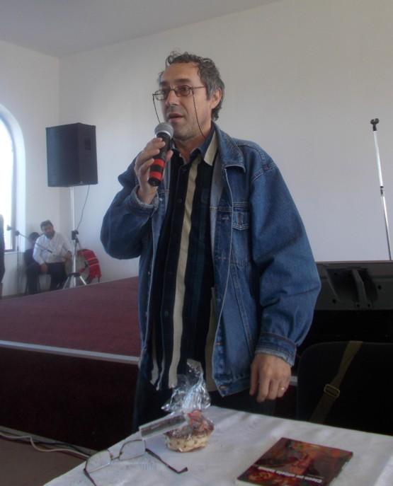 Poetul Marius Chelaru, prezentându-l pe Menachem Falek, poetul
