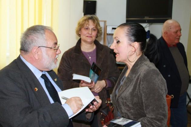 Menachem Falek inconjurat de doamne