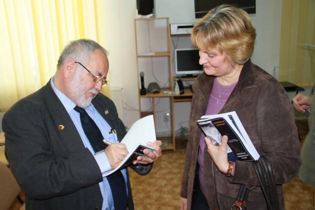 Menachem Falek si doamna 2
