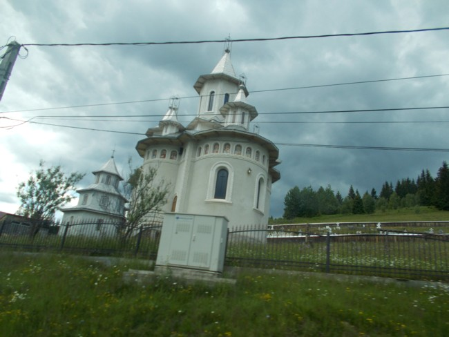 Mestecanis 13 biserica