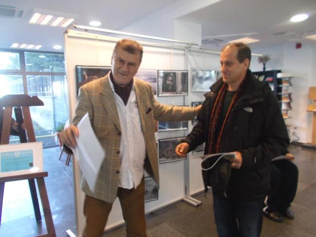 Premiul I la pictură şi sculptură: Mihai Valentin Tipa (stă în bloc cu mine, de asta are talent!)