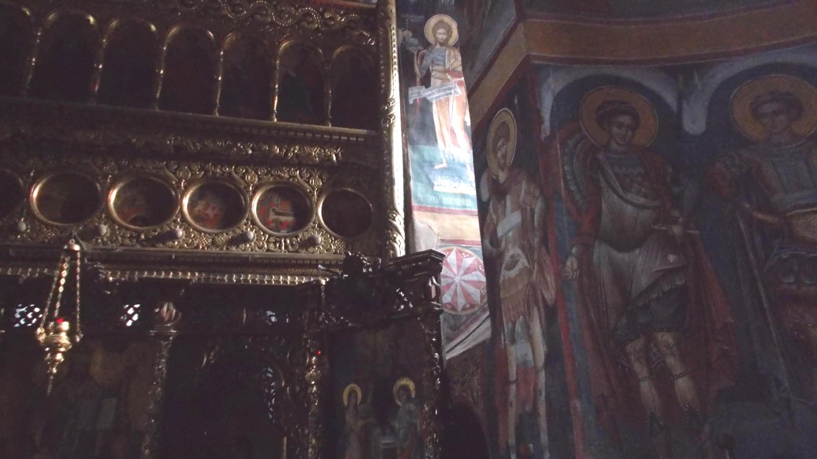 Tatăl Ceresc sau Cerul-Tată, în dreapta altarului