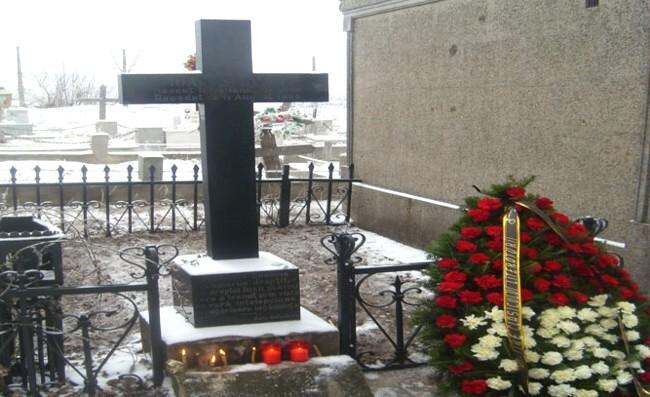 Mormântul lui Ioan Slavici, din Panciu foto: www.monitorulvn.ro