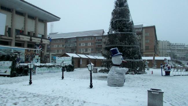 Noul ctitor al Sucevei: omul de zăpadă