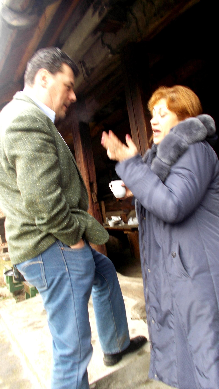 Dan Lungu, invitând-o la horă pe Gabi Teişanu?