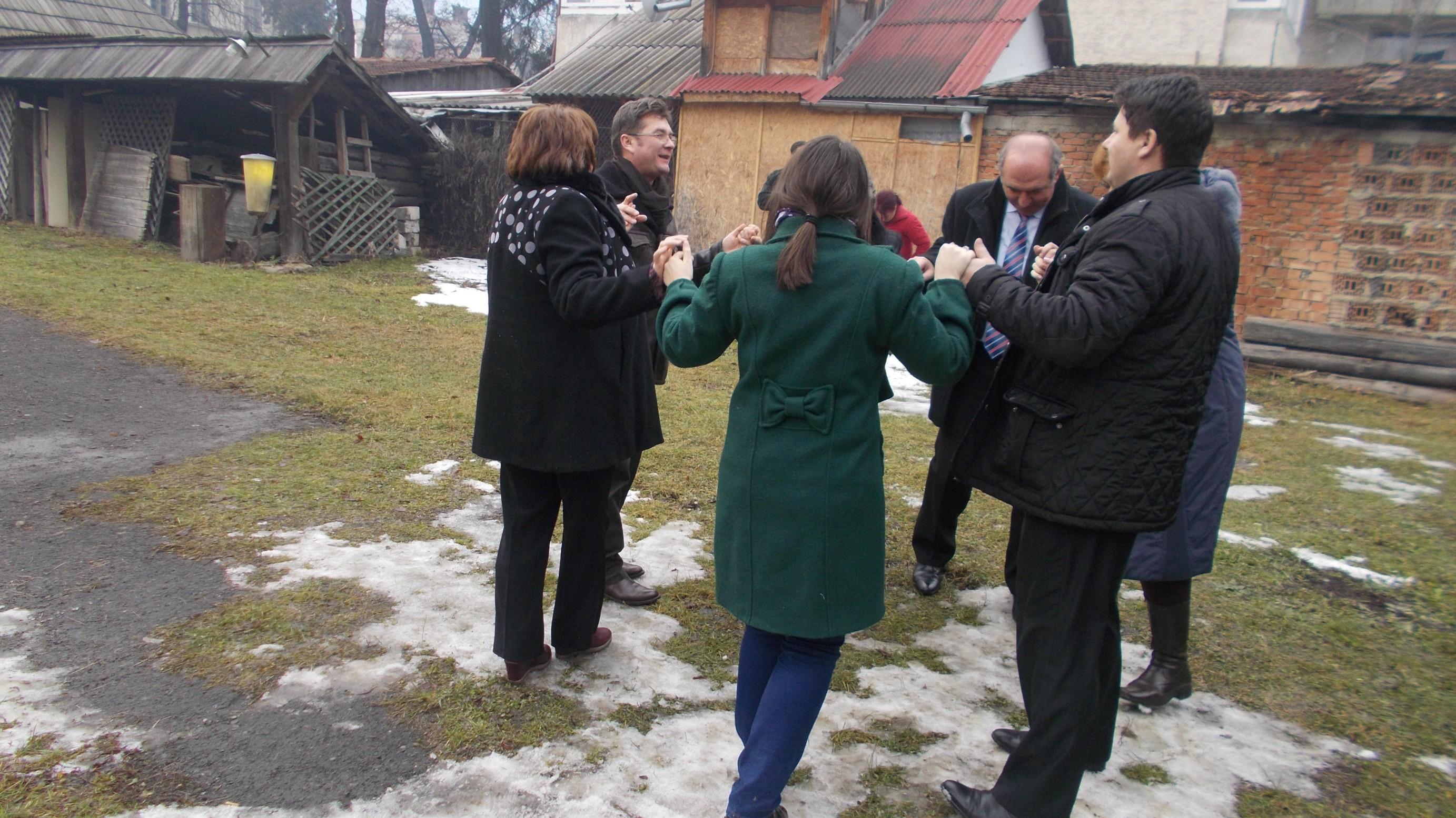 Hora, cu călin Brăteanu şi Ionică Băişanu ca iniţiatori