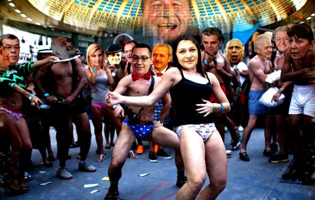 Din fundal, Ion Iliescu: Poporul nu ştie câtă risipă de sinergie facem noi, politicienii, pentru el!