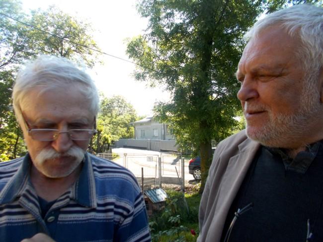 Artiştii plastci Nicolae Crasi şi Radu Iaţco, la Ipoteşti
