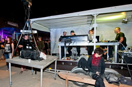 Echipa de sunet şi imagine, cu Dănuţ Lungu, Cristi Rangu, Relu Calcea (prezent, necontenit, la scenă), Lucian şi Mariu Socoliuc - Fotografie de Victor T. RUSU