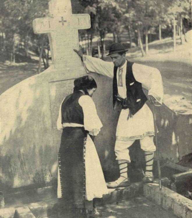 Petrache Lupu, la Fântâna Tămăduirii, pe care a zidit-o