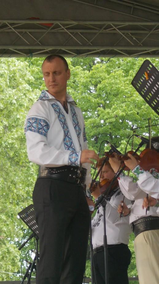Profesoru, dirijorul şi compozitorul Petru OLOIERU