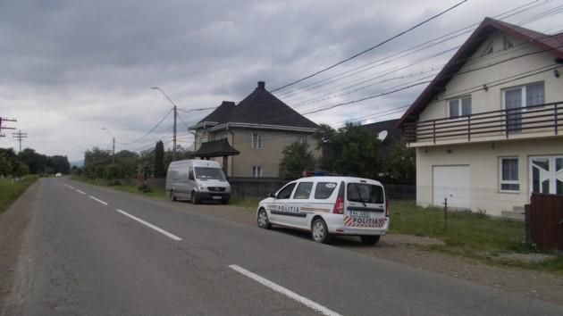 Maşina Poliţiei Locale Vicovu de Sus, la intrarea în Vicovu de Jos, dinspre Putna