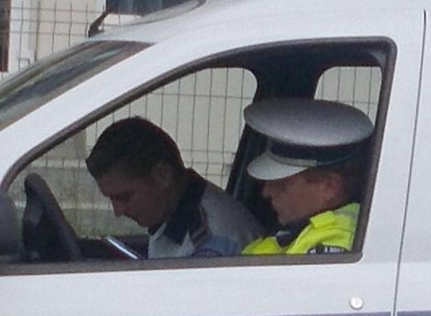 Politisti din Vicovu de Sus, operând în Vicovu de Jos, la drumul... Putnei