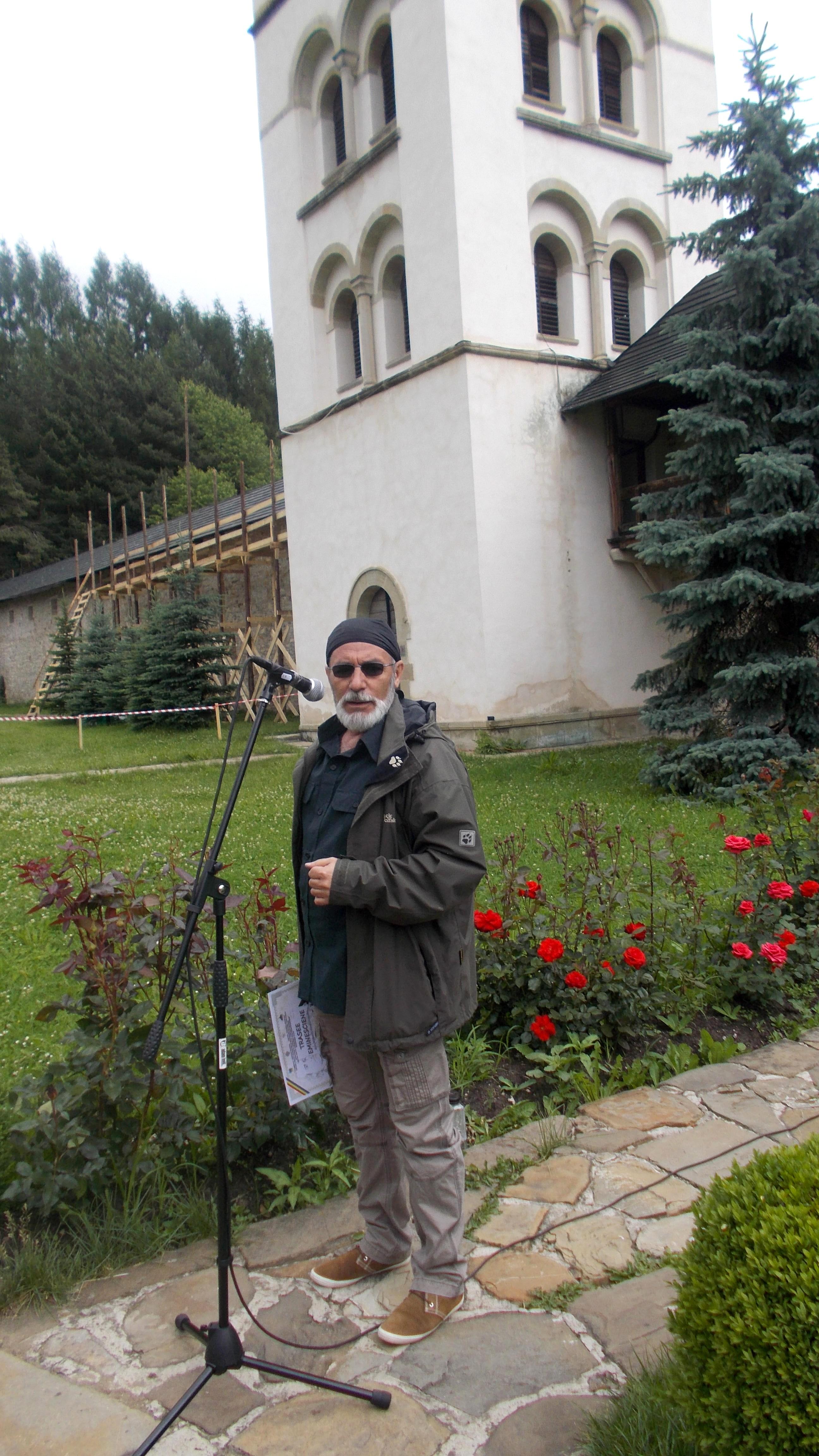 Victor T. Rusu, directoul CCPTP Suceava, deschizând festivităţile de premiere