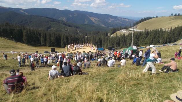 Publicul, văzut de lângă arcul lui Nechifor