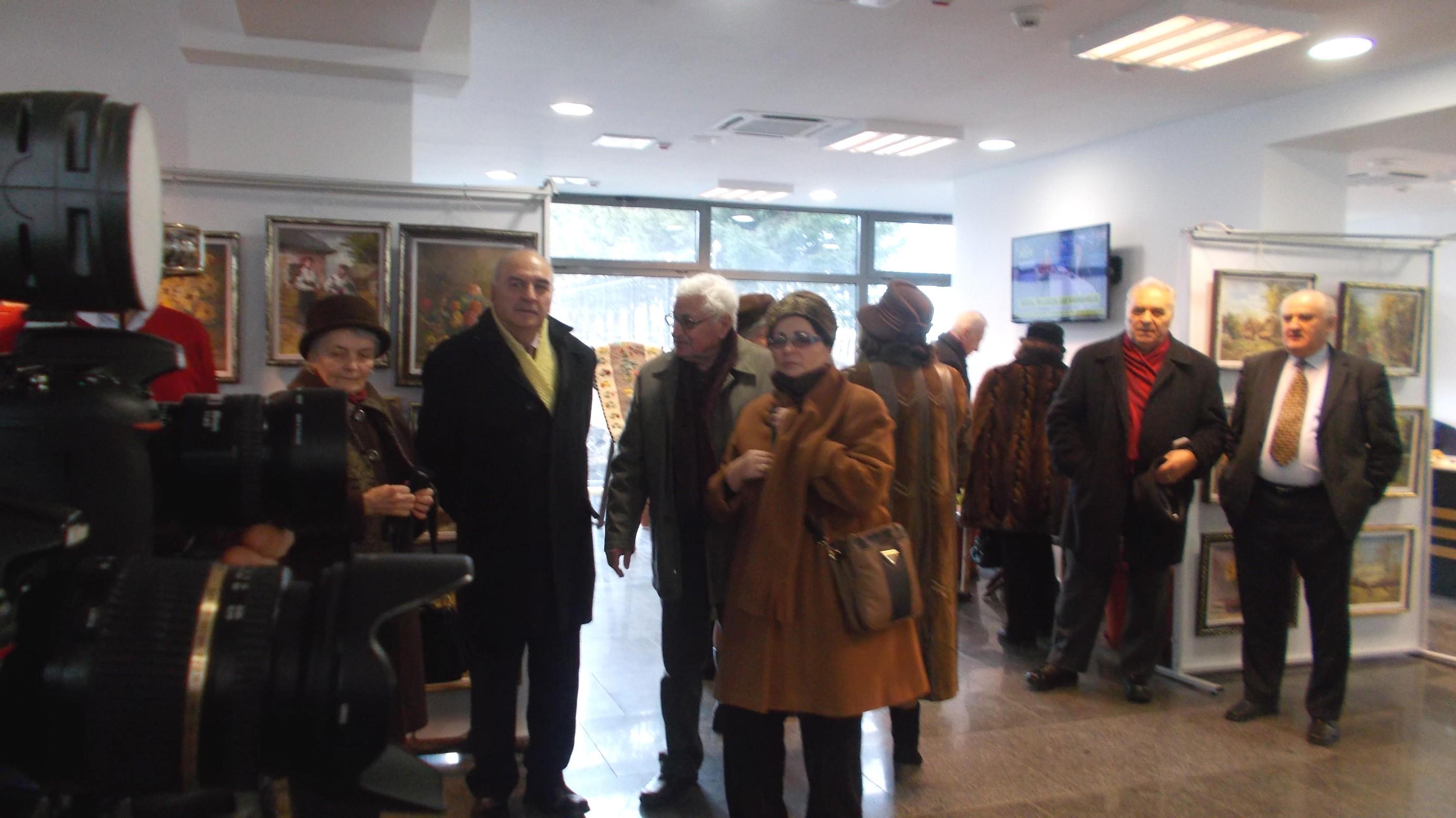 În public, istoricul Mihai Iacobescu, poetul Ion Paranici şi Doamna Ileana Paranici