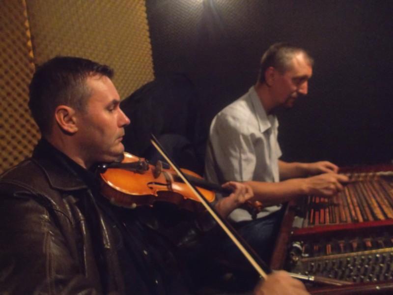 Răzvan Mitoceanu şi Petrică Oloieru, repetând prima piesă