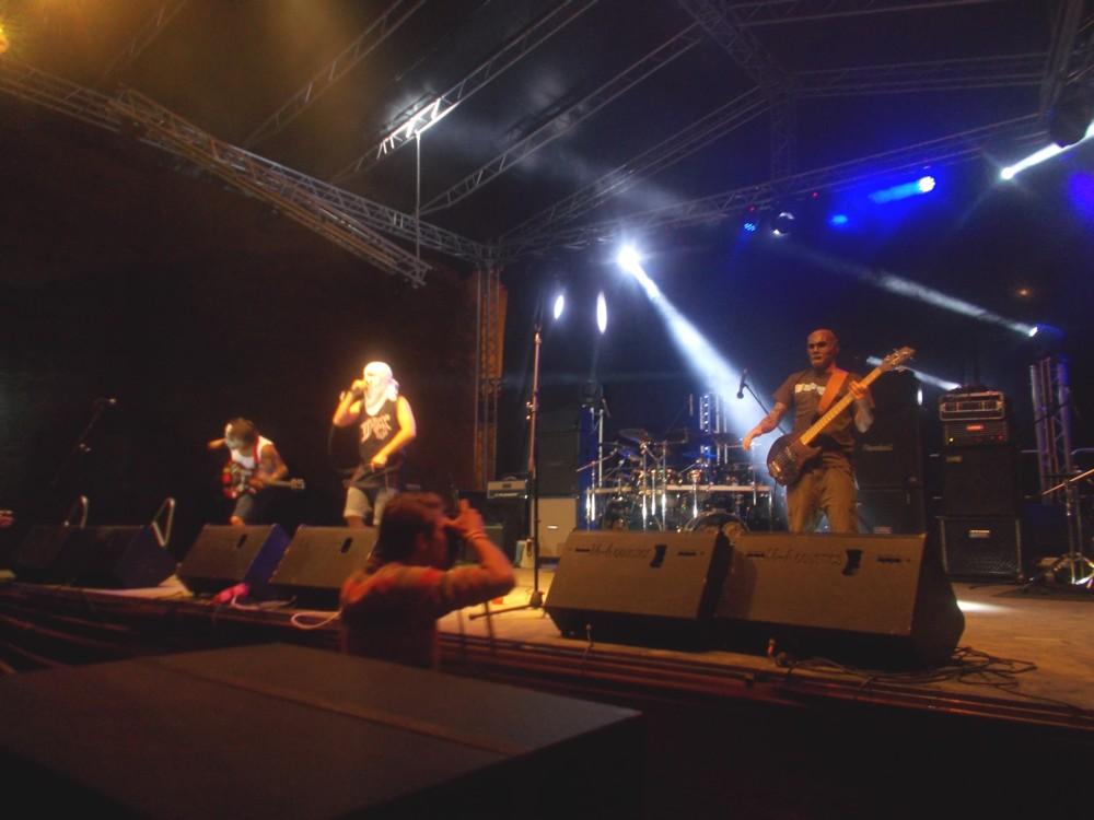 Relative - trupă de trupă, fondatoare a festivalului