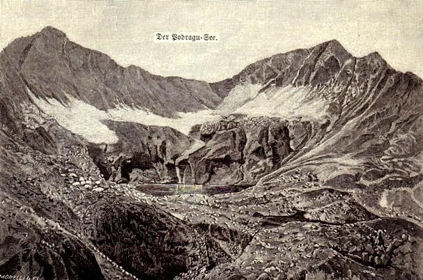 Peisaj cu munţi vulcanici