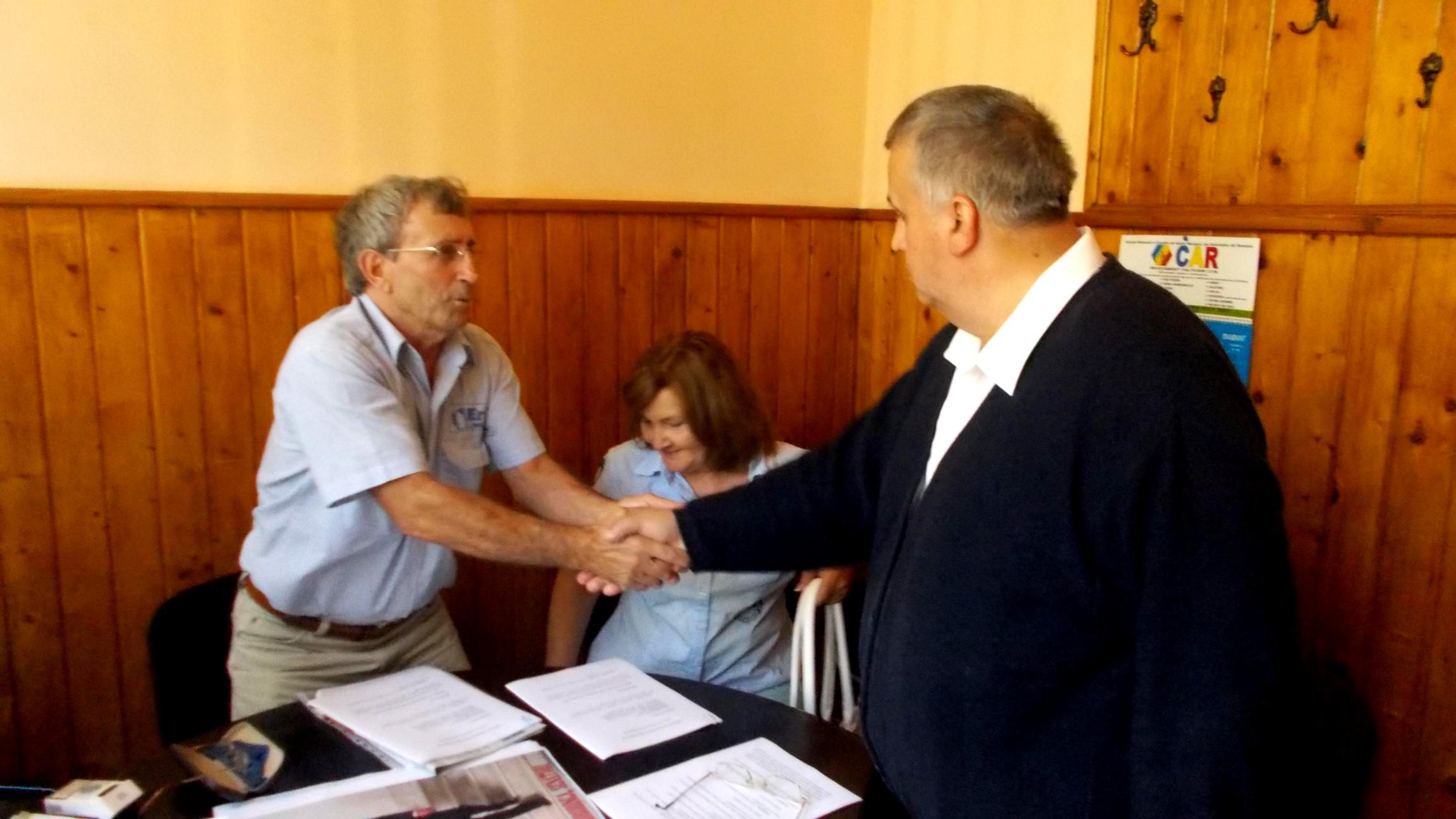 """Domnii """"senatori"""" Ionel Davidiuc, cu doamna Maricica, şi Marcel Horodincă"""