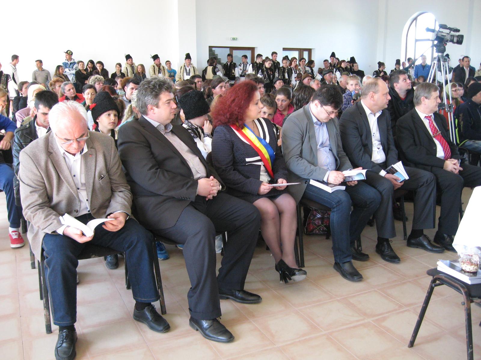 Constantin Mărgineanu, Ioan Cătălin Nechifor, Violeta Ţăran, Tiberiu Brădăţan, Ovidiu Donţu şi Viorel Varvaroi