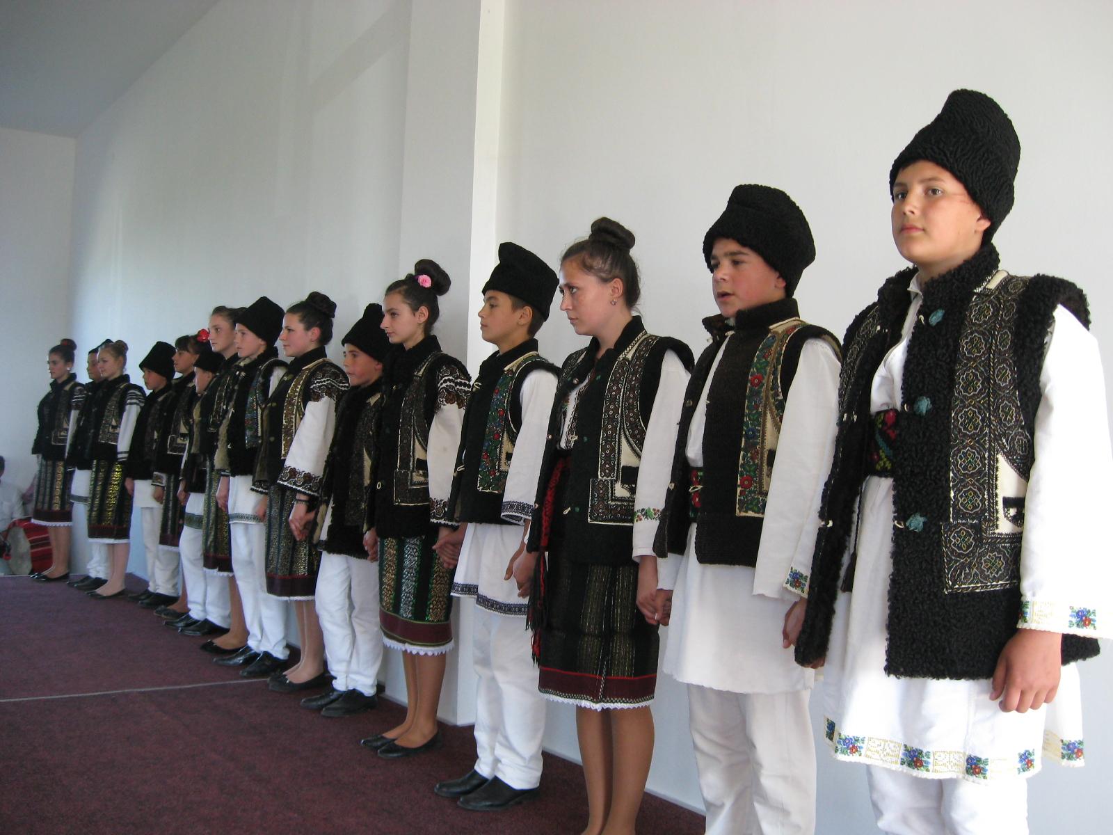 Dansuri de generaţii din Corlata