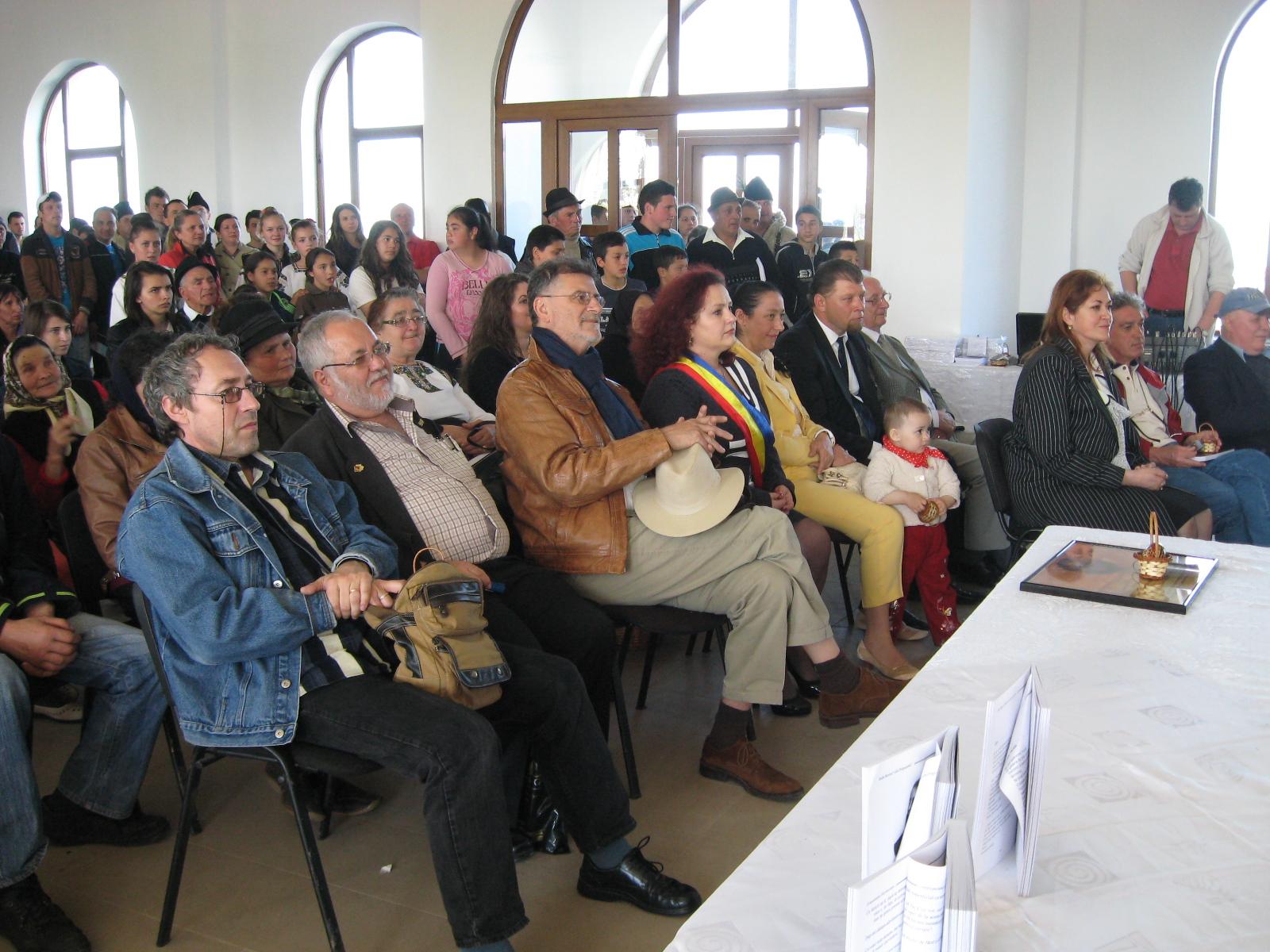 În public: Marius Chelaru, Menachem Falek, Mihai Pânzaru-PIM, Violeta Ţăran, Constantin Horbovanu