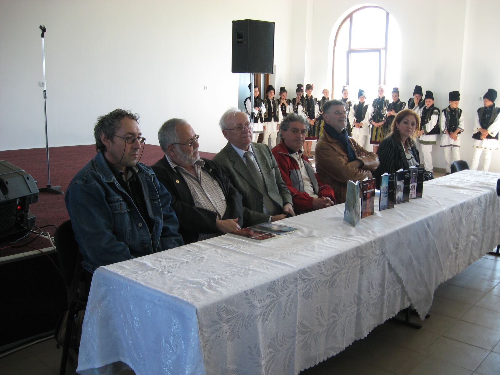 Marius Chelaru, Menachem Falek, Radu Bercea, Constantin Horbovanu, Mihai Pânzaru-PIM şi Gabriela Teişanu, la Sărbătoarea Cărţilor de la Corlata
