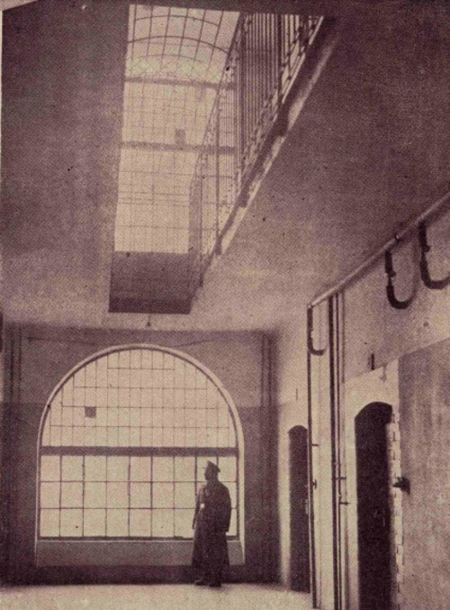 Sediul poliţiei din Cernăuţi – un Sing-Sing în miniatură, care a adăpostit numeroase bande de traficanţi de femei.