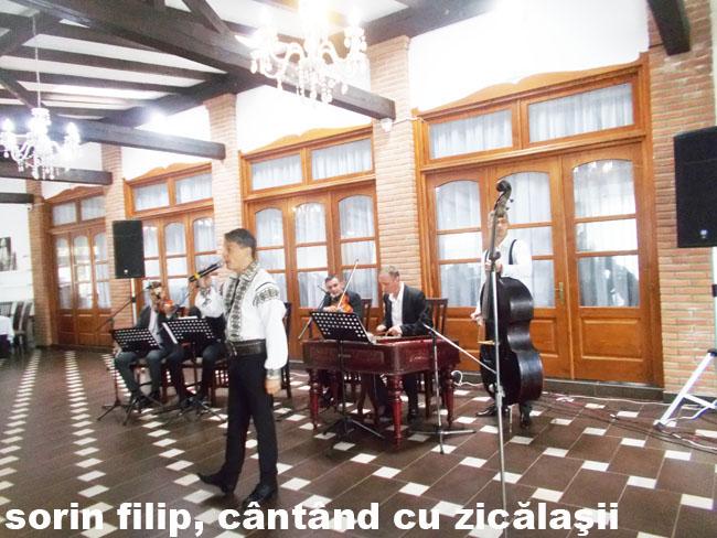 Solca Sorin Filip cântând cu Zicălaşii