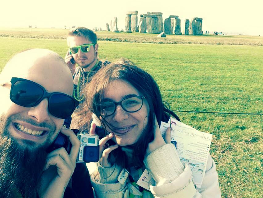 Dragoş Alexandru, Andreea Savin şi Andi Drăguşanul, la Stonehenge